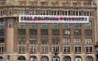 Diesel permite una pancarta a favor de los golpistas en sus oficinas de Barcelona