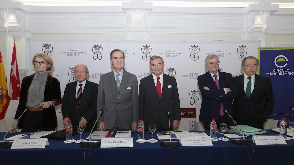 El decano del ICAM, José María Alonso, tercero por la izquierda.