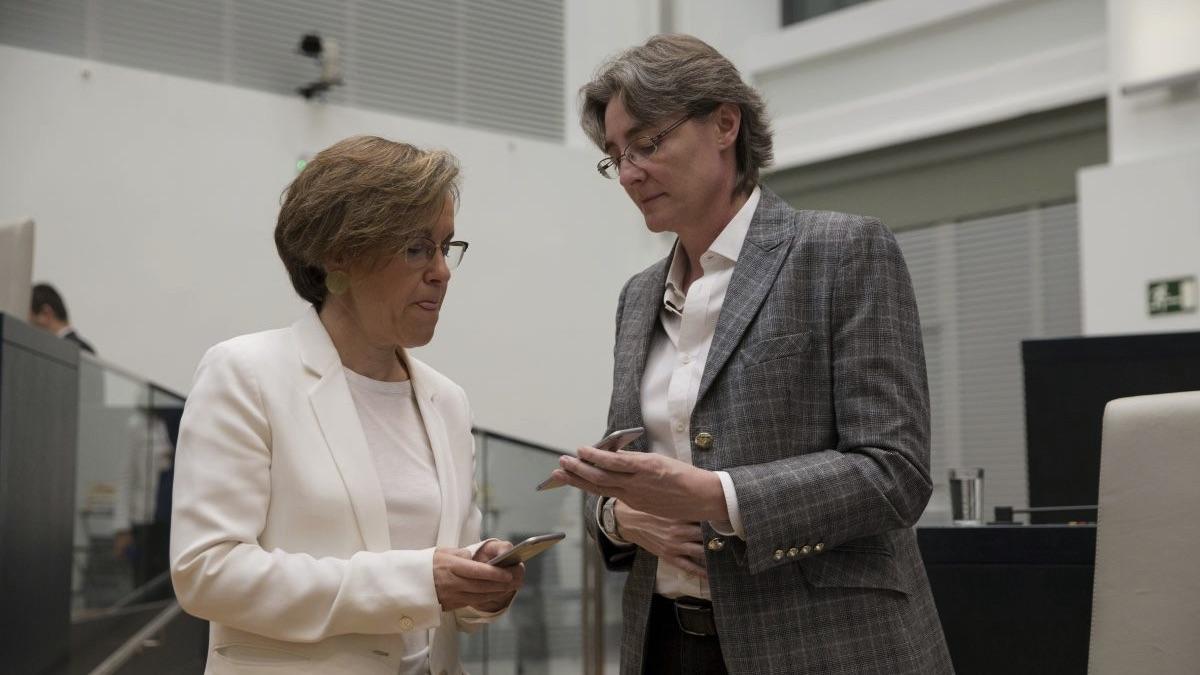 Puri Causapié (PSOE) junto a Marta Higueras (Ahora Madrid) en el Ayuntamiento de Madrid. (Foto: Alberto Nevado / OKDIARIO)