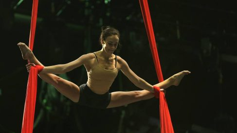 La gimnasia acrobática con telas es una modalidad en auge.