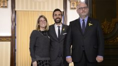 Elsa Artadi, Roger Torrent y Eduard Pujol. (Foto: AFP)
