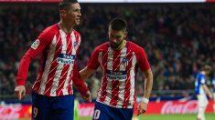 Fernando Torres celebra un gol con Yannick Carrasco. (Getty)