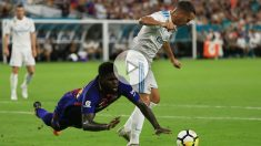 Umtiti durante un partido ante el Real Madrid. (AFP)