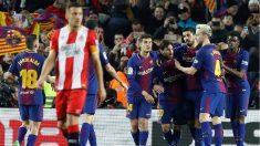 Los jugadores del Barça celebran uno de los goles de su festival ante el Girona. (EFE)