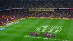Las pancartas exhibidas en el Camp Nou.