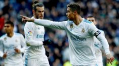 Cristiano señala a Benzema después del 1-0. (EFE)