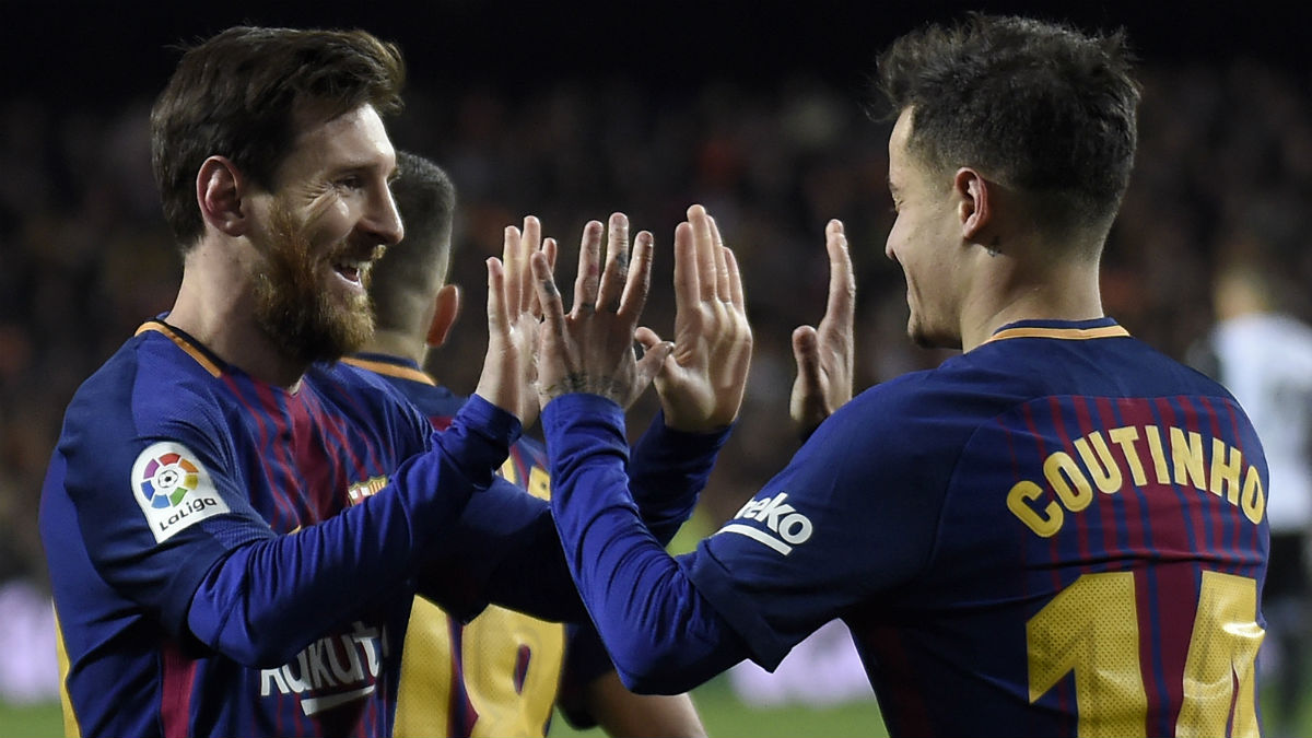 Messi y Coutinho celebran un gol del brasileño. (AFP)