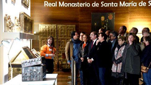 Lambán encabeza la visita guida al Monasterio de Sijena (Foto: Efe).
