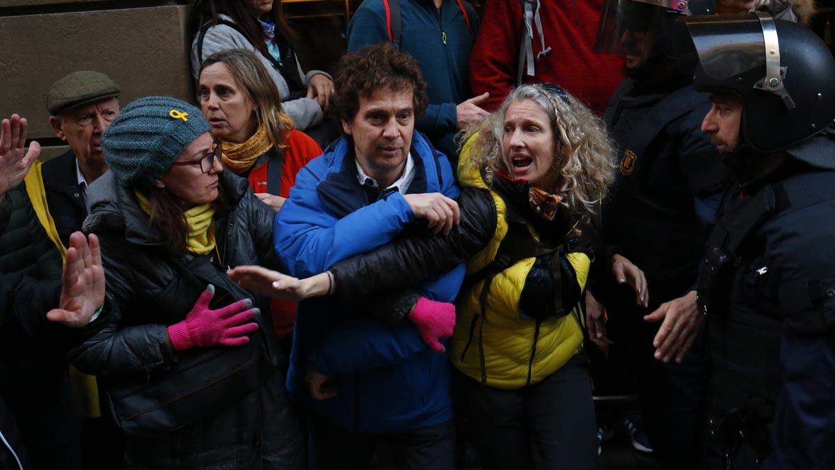 Protestas en las calles de Barcelona durante el Mobile World Congress (Foto: AFP)