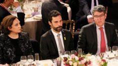 Ada Colau, Roger Torrent y Álvaro Nadal. (Foto: EFE)