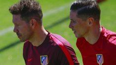Cholo Simeone, junto a Torres en un entrenamiento. (Getty)