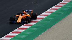 Fernando Alonso con el MCL33