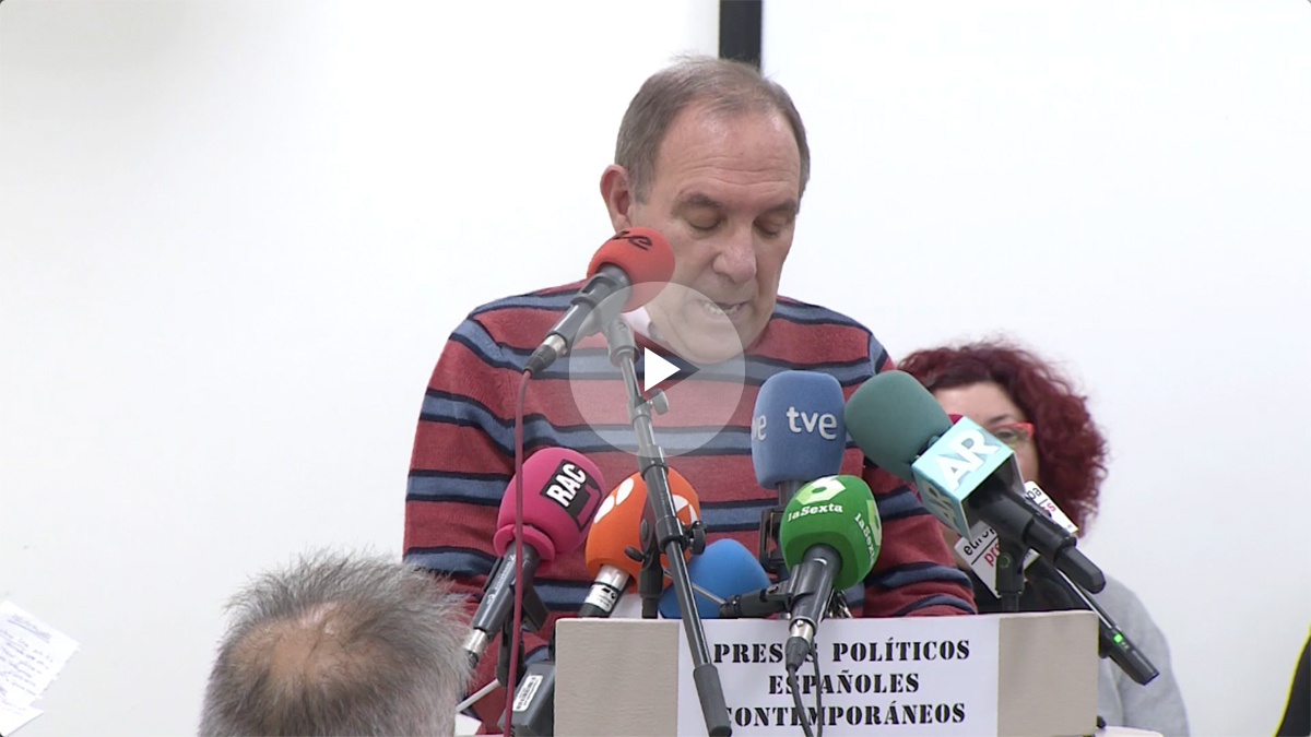 Pablo Mayoral durante la lectura del manifiesto de Arnaldo Otegi.