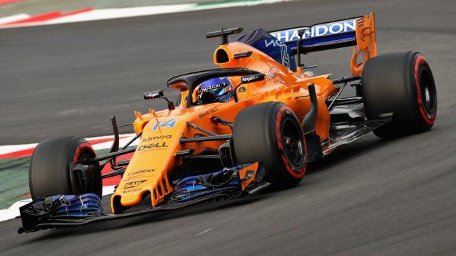 Fernando Alonso a bordo del MCL33 en los test de Montmeló