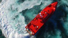 La embarcación 'Salvamar Arcturus', que ha rescatado a la patera.