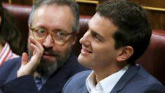 Los líderes de C's, Juan Carlos Girauta y Albert Rivera, en el Congreso. (EFE)