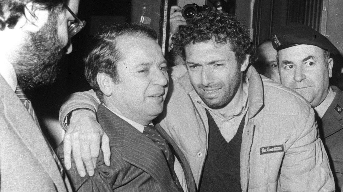 Quini y Nuñez, en el momento de su liberación. (EFE)