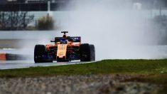 Fernando Alonso rodando en la nieve de Montmeló con el McLaren MCL33