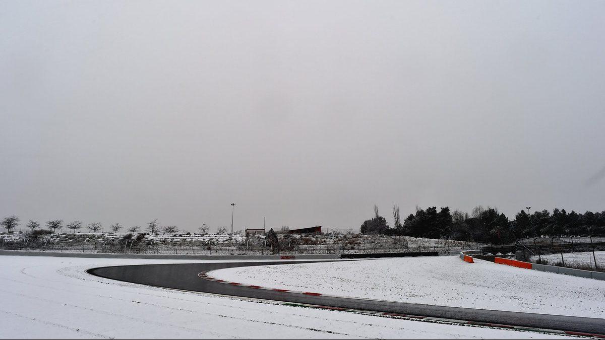 Abundante nieve en el circuito de Montmeló