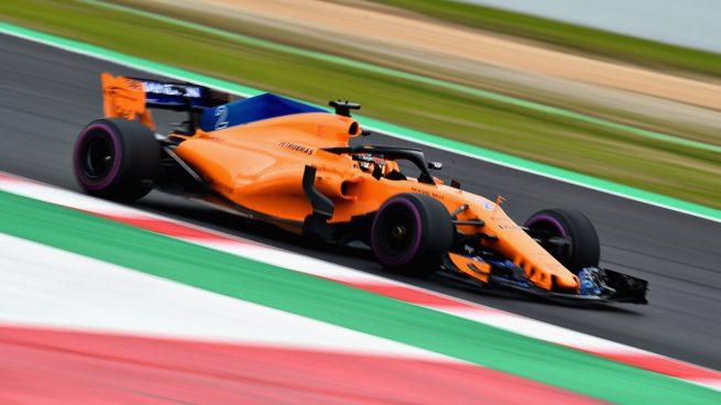 Stoffel Vandoorne rodando con el McLaren MCL33