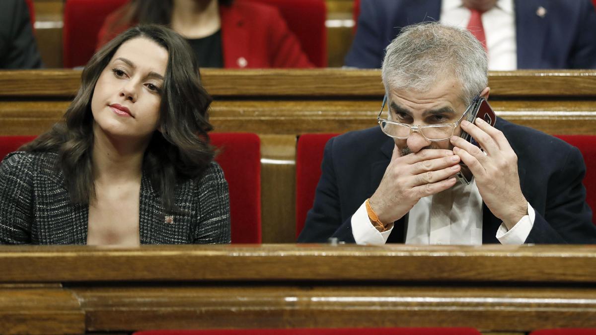 Inés Arrimadas y Carlos Carrizosa, diputados de Ciudadanos en el Parlament de Cataluña. (Foto: EFE)