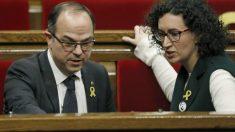 Jordi Turull y Marta Rovira en el Parlament de Cataluña. (Foto: EFE)