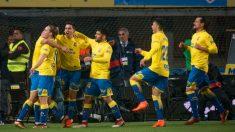 Los jugadores de Las Palmas celebran el tanto de Calleri. (AFP)