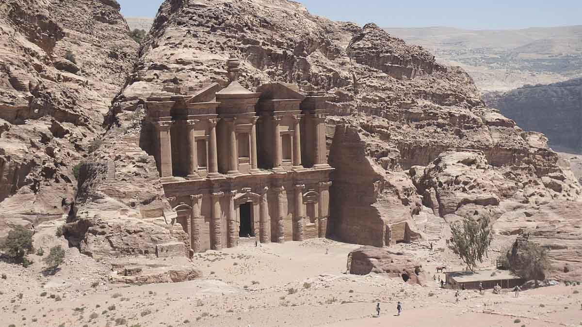 Te contamos ésta y otras curiosidades sobre la ciudad de Petra, una de las Siete Maravillas del Mundo Moderno