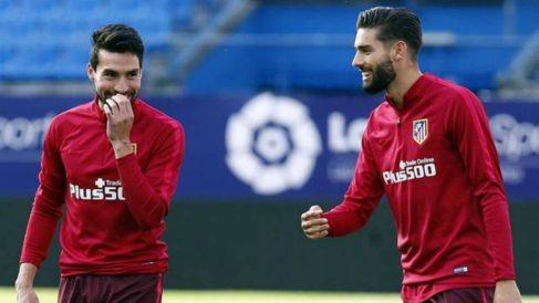 Gaitán y Carrasco durante un entrenamiento con el Atlético de Madrid. (EFE)