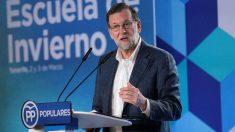 El presidente del Gobierno y del Partido Popular, Mariano Rajoy, durante su intervención en la Escuela de Invierno del Partido Popular de Canarias, celebrada hoy en Santa Cruz de Tenerife.