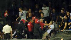 Enfrentamientos entre la Ertzaintza y ultras del PSG en 2011. (AFP)