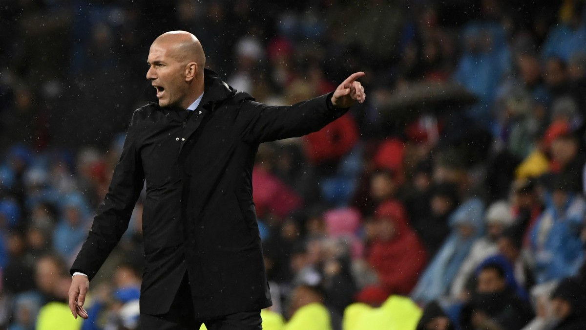 Zidane da instrucciones en un tramo del partido. (AFP)