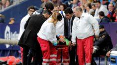Diego López abandonó el campo en camilla durante el Levante – Espanyol. (EFE)