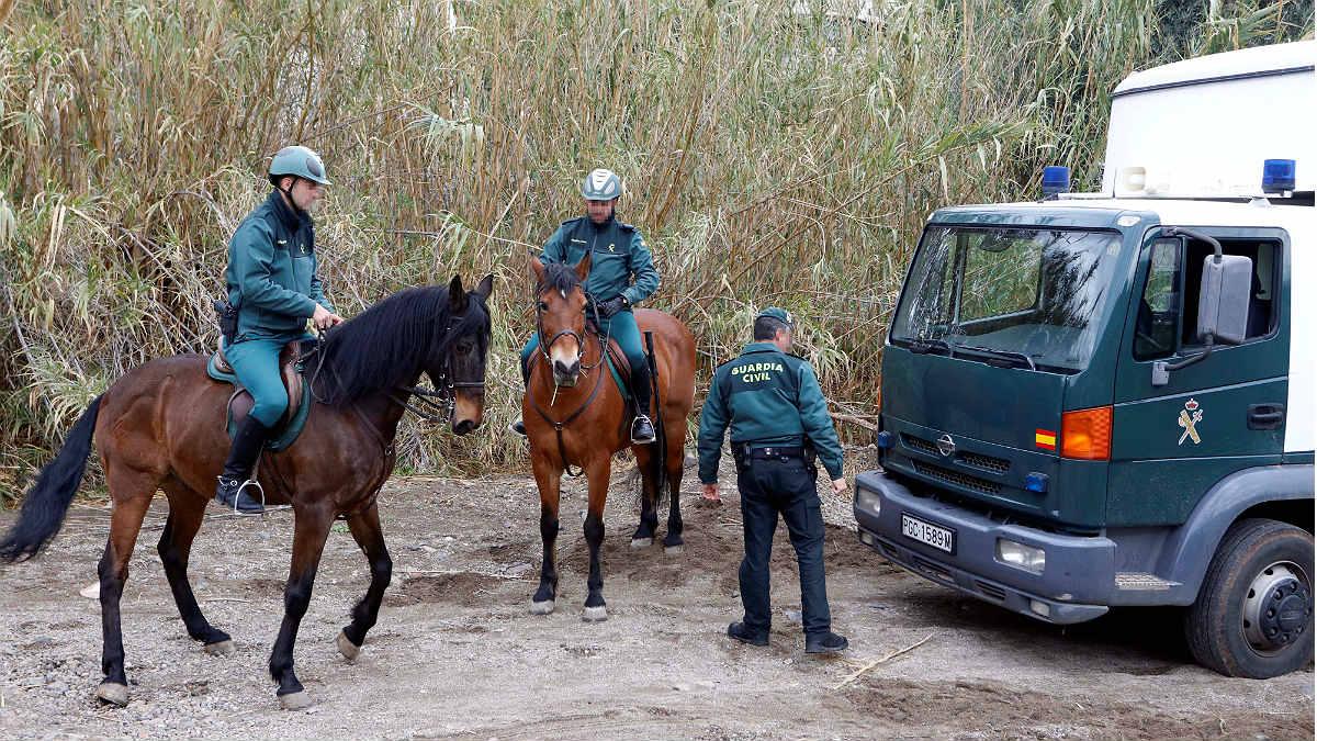 Agentes de  la Guardia Civil en una de las batidas en Níjar para buscar al pequeño Gabriel. (EFE)