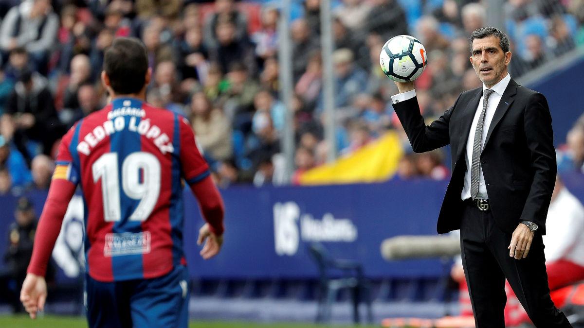 Muñiz, durante su último partido como entrenador del Levante ante el Espanyol. (EFE)
