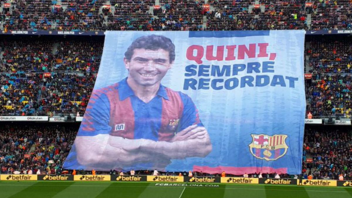 Quini fue homenajeado en el Camp Nou.