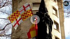 El monumento a Rafael de Casanova, con las banderas de España y de Tabarnia.