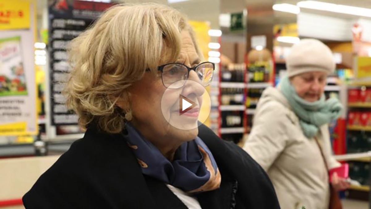 Manuela Carmena visitando un mercado. (Foto: Madrid)