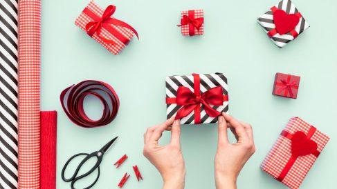 Aprende a envolver regalos de la forma tradicional fácilmente.