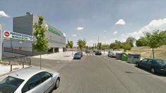 Fachada del supermercado en el que trabajaban la mujer desaparecida en Boadilla y su ex pareja, quien apareció ahorcado dos días después.