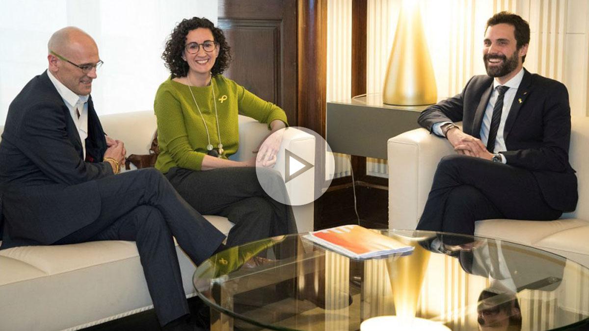 Raül Romeva y Marta Rovira, de ERC, con Roger Torrent, presidente del Parlament. (EFE)