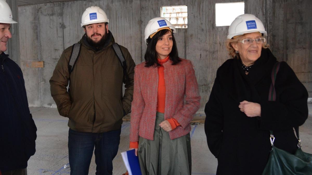 El edil de Villaverde y Fuencarral, Guillermo Zapata; la edil del PSOE Mercedes González, y la alcaldesa Manuela Carmena. (Foto: Madrid)