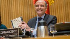 Francisco Camps en su comparecencia en la Comisión para la investigación de la financiación ilegal del PP. (Foto: Francisco Toledo)