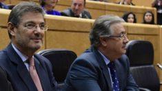 Rafael Catalá y Juan Ignacio Zoido (Foto: AFP)