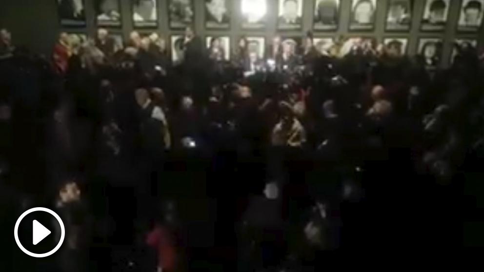 Gritos de «¡Dimisión!» y «¡Libertad presos políticos!» contra el alcalde socialista de Lérida, Àngel Ros.