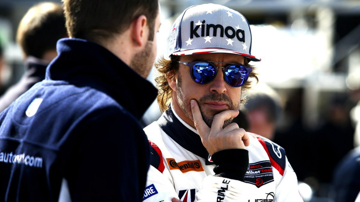 Fernando Alonso, con una gorra de Kimoa, en una prueba reciente disputada en Estados Unidos.