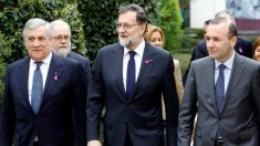 Antonio Tajani, presidente de la Eurocámara, Mariano Rajoy, presidente del Gobierno, Y Manfred Weber, líder del grupo del PPE. (EFE)