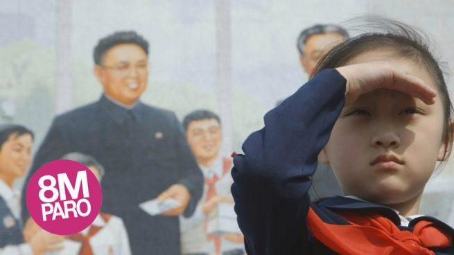 Una niña de Corea del Norte, donde las mujeres sufren la violencia de un Estado misógino.
