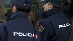 Agentes de la Policía Nacional. (Foto: AFP)