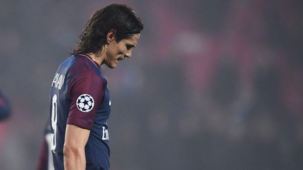 Cavani durante un partido con el PSG en Champions. (AFP)